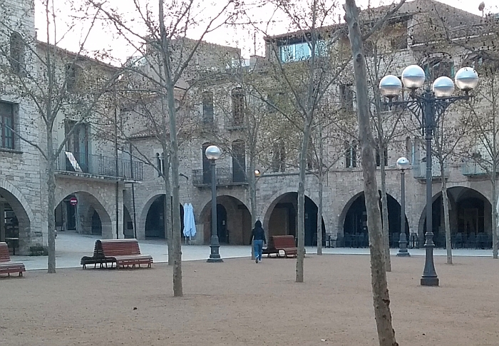 Plaza Mayor de Banyoles. La plaza Mayor en otoño